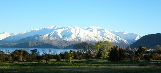 Collinson's Cottage: winter in Wanaka