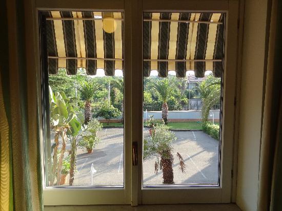 Hotel Orizzonte - Acireale: Vue chambre