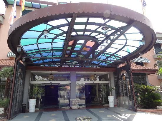 Hotel Orizzonte - Acireale: Verrière multicolore de l'entrée