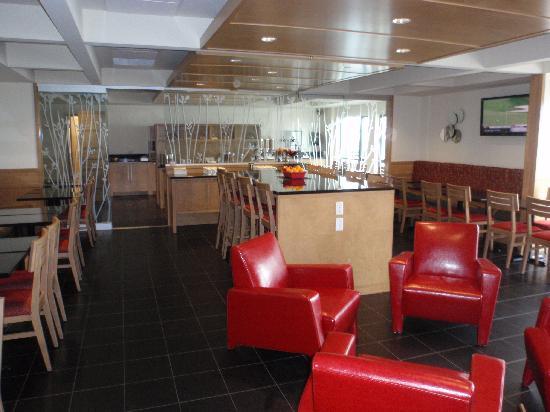 Hotel & Suites Le Dauphin Quebec : Dining room