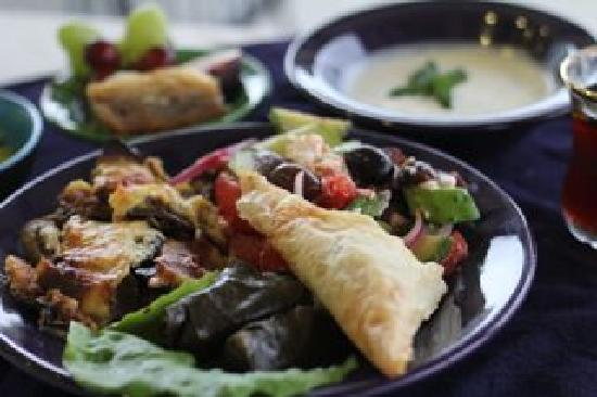 A Bowl of Good Cafe' : Mediterranean Bowl