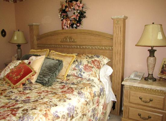 "Toad Hall Manor Bed and Breakfast: ""Captain Ratty's Retreat"" guest room"