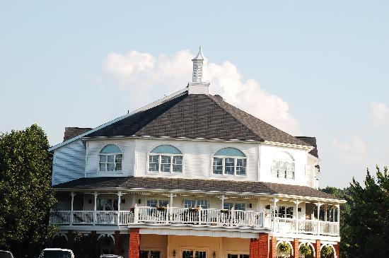 Amish Door Restaurant: The Inn