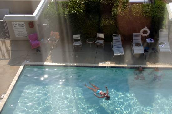 Hampton Inn Pensacola Airport (Cordova Mall Area): My friend floating in the pool, taken from our 3rd floor room