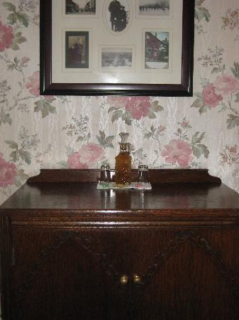 Old Yacht Club Inn Vacation Rentals: Antiques & Sherry