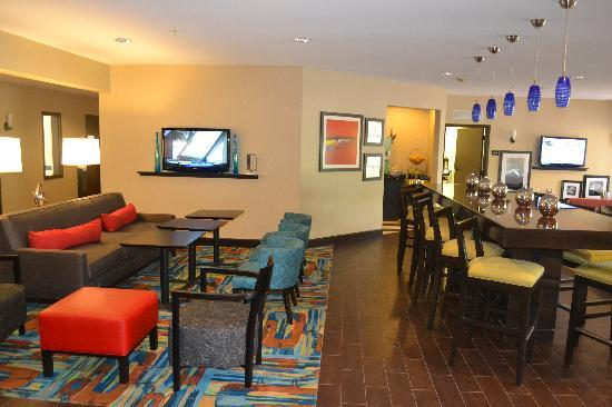 Hampton Inn Loveland - Lobby Breakfast area