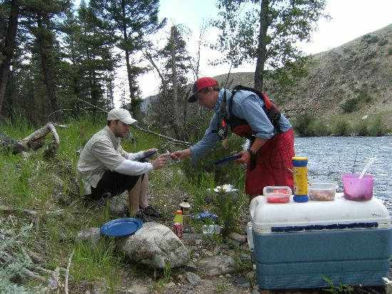 Salmon River Anglers: River side lunch!