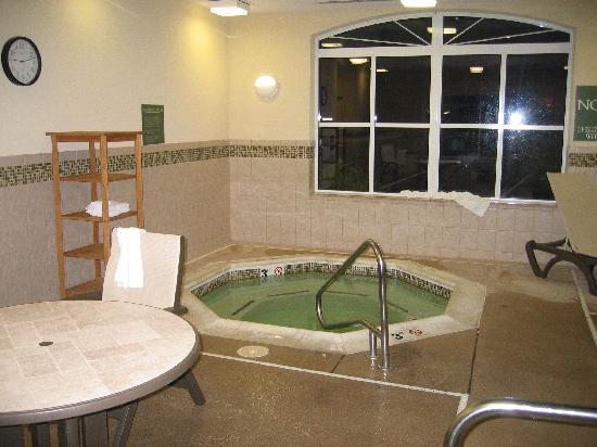 Country Inn & Suites By Carlson, Fredericksburg : Hot tub
