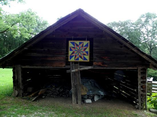 Liberty Lodge: barn on the grounds