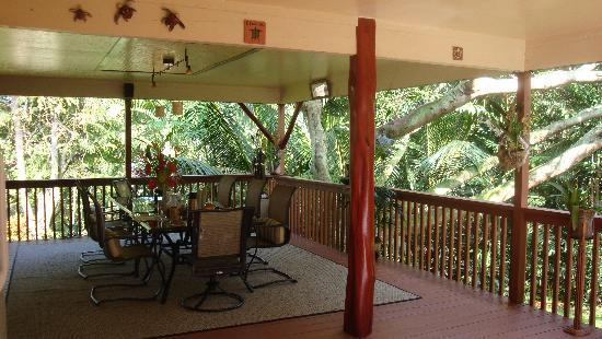 Honu Kai B&B: Breakfast Table