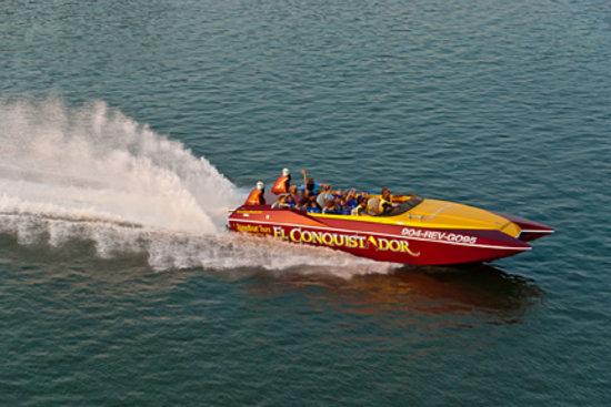 El Conquistador Speedboat Thrill Ride & Tour: El Conquistadors's rooster tail!