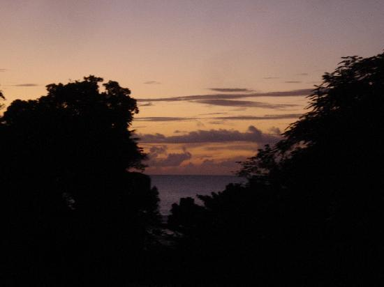 Culloden Bay, Tobago: Sunsets like postcards