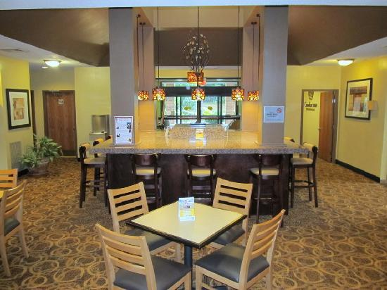 Comfort Inn: Very nice breakfast/ lobby area