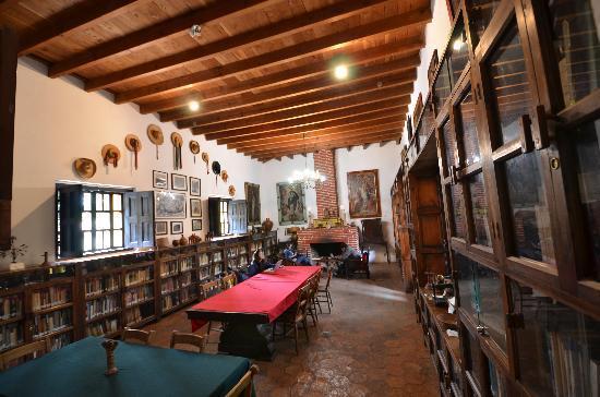 Casa Na Bolom: Library