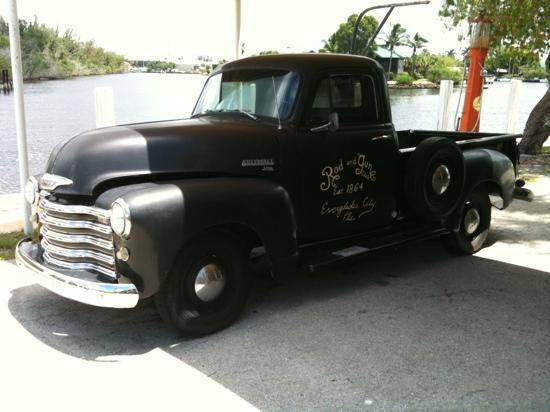 Rod and Gun Club: cool truck out back...