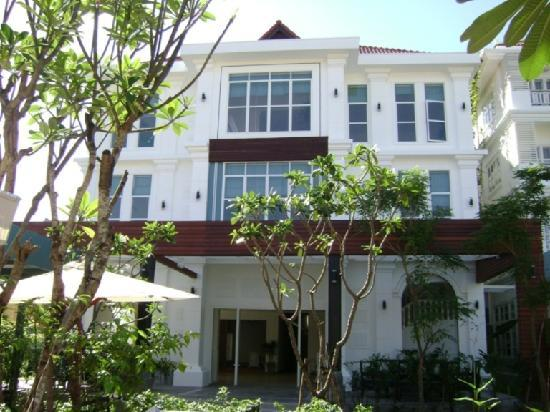 Frangipani Villa Hotel II: Front View