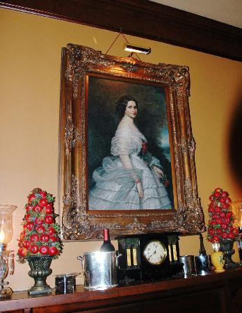 The Reynolds Mansion: Ask Billy about this Louisiana lady's past