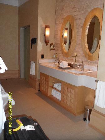 Saxon Hotel, Villas and Spa : dresser