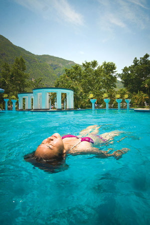 Kurintar, Nepal: Swim to your heart's content.