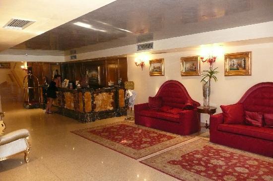Hotel Pesaro Palace: Reception area