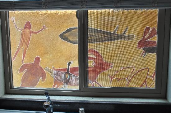 El Tiburon Casitas: cave paintings from a casitas window
