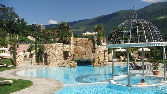 Luxury DolceVita Resort Preidlhof: einer der 3 Aussenpools