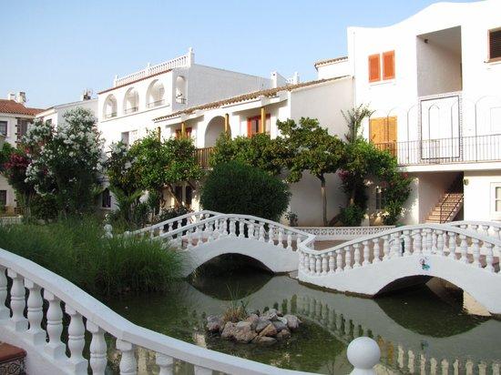 Habitat Playa Romana Village : puentes y jardines