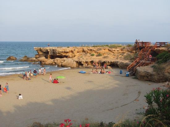 Habitat Playa Romana Village : vista de playa Romana, al lado de los apartamentos.
