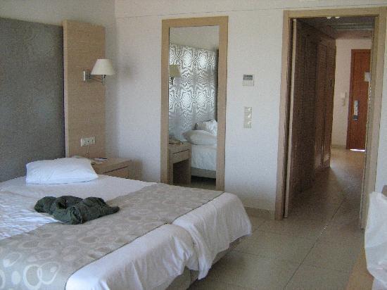 Astir Odysseus Resort & Spa: ingresso della junior suite