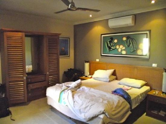 The Pearle of Cable Beach: Bedroom, fan, air con or louvres