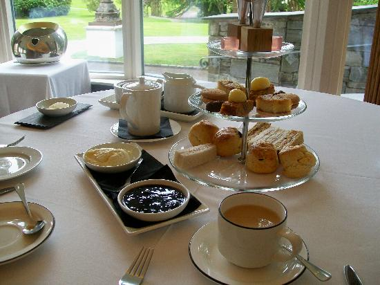 Galgorm Resort & Spa: Delicious afternoon tea in The River Room Restaurant