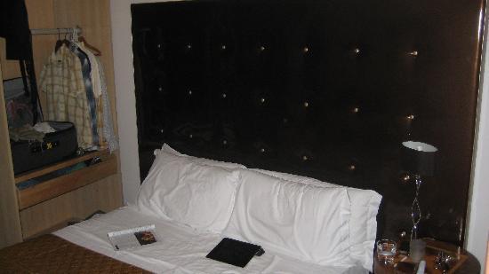 โรงแรมตราสเตเวเรรีเลส: Bed
