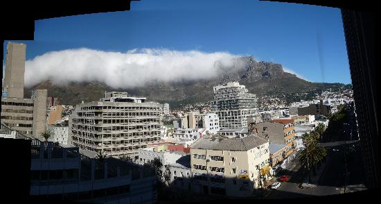 Cape Town Lodge: Another day another view this time with the 'cloth' on the 'table'!