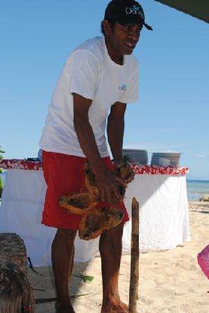 Denarau Island, Fiyi: Paul & his coconut demo!