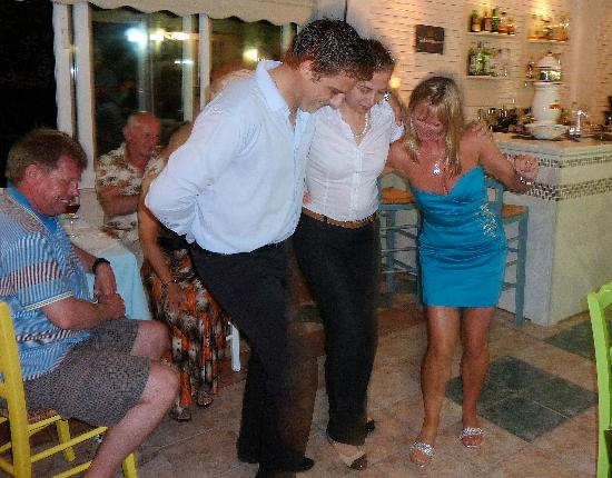 Panorama Hotel: Apollo & Dina teach my wife Greek dancing