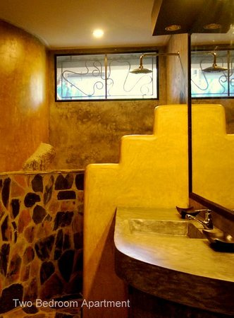 Koh Tao Heights Exclusive Apartments: Apartment Bathroom