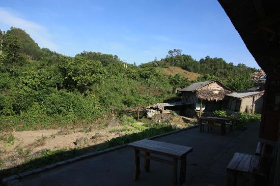Cao Son Ecolodge: Sitting area outside my window on the right