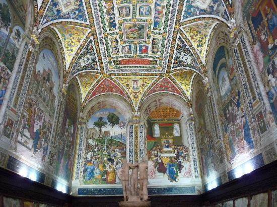 Cathédrale Notre-Dame-de-l'Assomption de Sienne : batistère somptueux