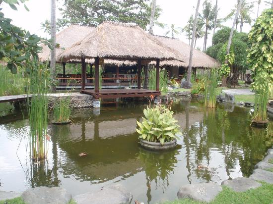 The Patra Bali Resort & Villas: Patra's floating restaurant