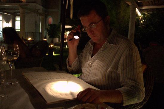 Sant'Agata sui Due Golfi, Itália: Cena a luci soffuse
