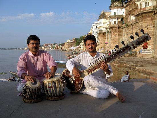 International Music Centre Ashram: Sandip et Shyam, musiciens de l'ashram