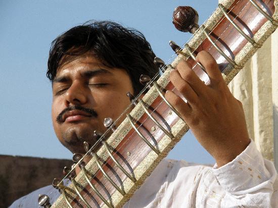 International Music Centre Ashram: Shyam, joueur de sitar