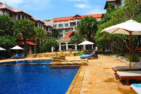 Sokha Angkor Resort: The Pool area - my favourite