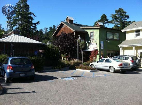 Linn's Fruit Bin Restaurant: Outside
