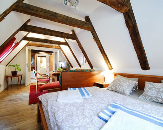 Charles Bridge Economic Hostel: Deluxe 3 Bed Ensuite