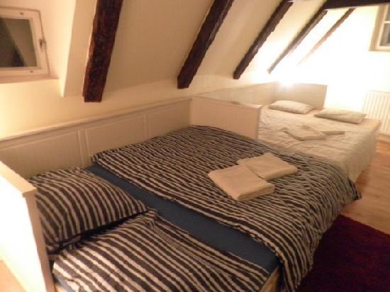 Charles Bridge Economic Hostel: Deluxe Attic 4 Bed Ensuite