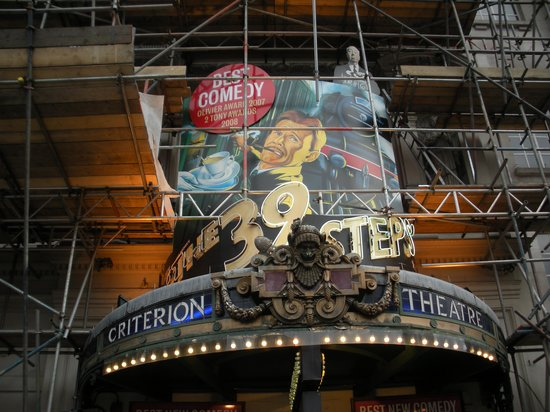 The 39 Steps:                   Cartellone in Piccadilly Circus