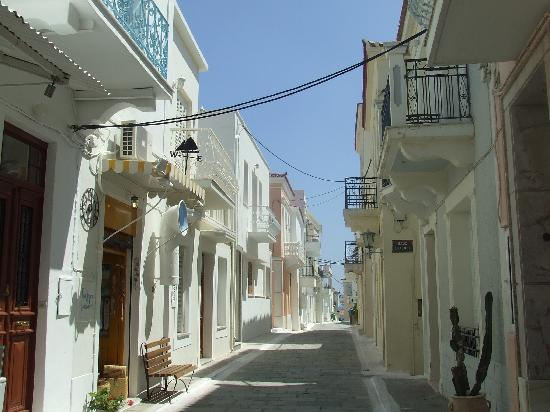 Golden Coast Hotel & Bungalows : Rue de l'île D'Andros