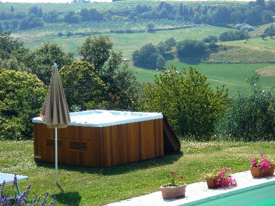 Podere Sant'Alessandro : jacuzzi