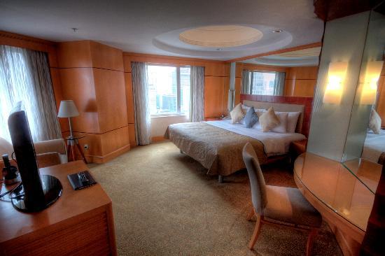 Makati Shangri-La Manila: Deluxe Suite Room 2125